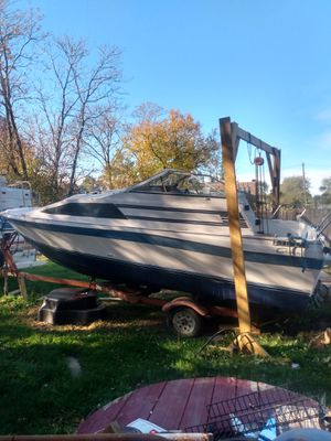 21-ft Bayliner Cierra/Trailer/Started changing the motor,its in the boat just need to be Connected/$2,200 for Sale in Detroit, MI