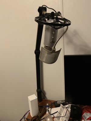 Blue yeti mic bundle (mic, arm, mount, and filter) for Sale in West Lafayette, IN