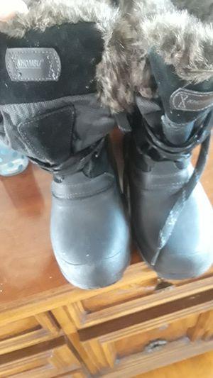 Botas para el frio for Sale in Chelsea, MA