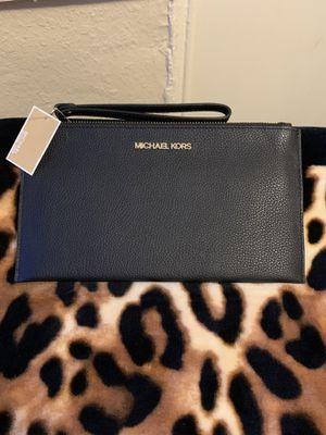 Michael Kors Wristlet Wallet for Sale in Los Angeles, CA