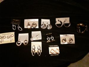 Costume jewelry that looks real! All together worth about 150$ only 30$!!!! 12 pair of earrings, 8 necklaces, and ten bracelets! All brand new!!! for Sale in Dallas, TX