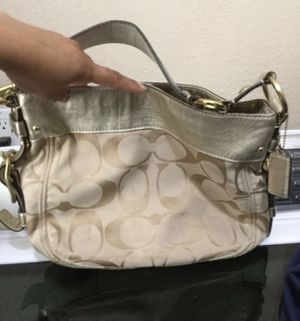 Coach bag broken zipper in good condition $15 for Sale in Fort Worth, TX