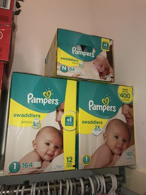 Pampers diapers newborn and size1 for Sale in Houston, TX