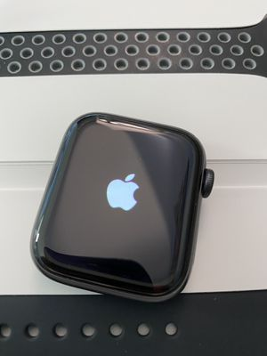 Apple series 5 44mm mint W/extras. for Sale in Alexandria, VA