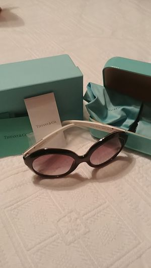 Tiffany Black and white large frame sunglasses for Sale in McKeesport, PA