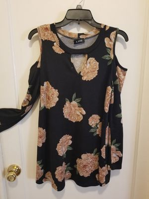 Large floral dress stretch fabric and flowy like new for Sale in Hayward, CA