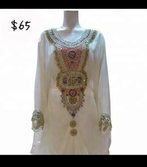 Whit beaded dress for Sale in Belleville, MI