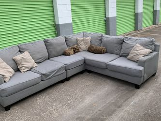 Beautiful Large Grey Sectional- FREE DELIVERY 🚚 for Sale in Houston,  TX