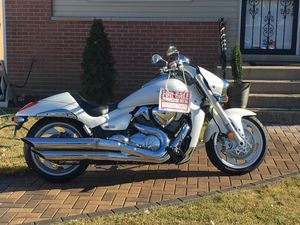 Suzuki boulevard 109 R //1800 CC pristine motorcycle with only 8k miles I'm a second owner and everything on this motorcycle is original I have rear for Sale in Chicago, IL