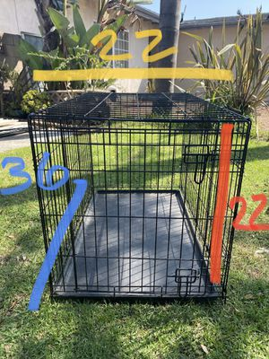 Dog crate medium size for Sale in Carson, CA