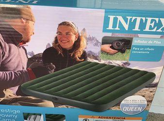 intex air mattress and pump for Sale in Bothell,  WA