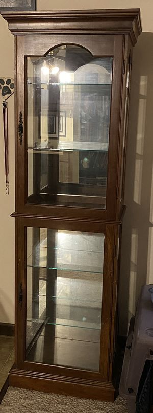 Curio cabinet for Sale in Ontario, OH