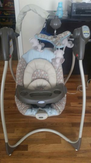 Baby swing wiht music for Sale in Denver, CO