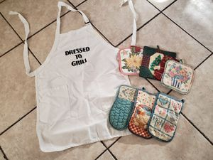 Apron, 3 mitts, 4 pot holders for Sale in Phoenix, AZ