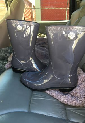 Grey rain ugg boots for Sale in Lexington, SC