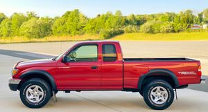 great toyota - needs nothing Tacoma 04 - 4wd // leather for Sale in Columbus, OH