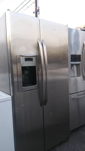 Ge Stainless Side by Side Refrigerator for Sale in Corona, CA