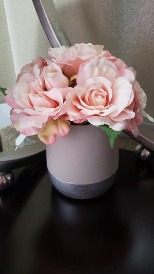 Vase and flowers for Sale in Fort Worth, TX
