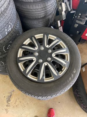 205/65R16 (4) with caps and rims for Sale in Miami, FL