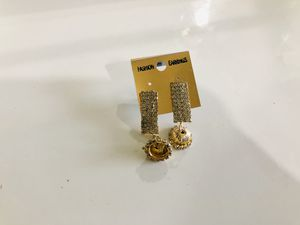 Earrings (golden color) for Sale in Lincolnwood, IL