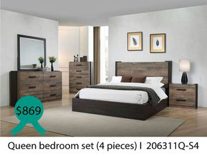 Queen bedroom set 4 pieces for Sale in Downey, CA