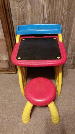 Crayola foldable desk for Sale in Piedmont, SC