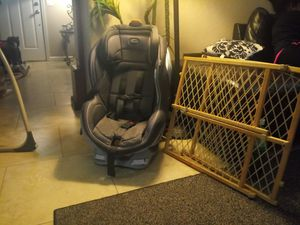Baby car seat bundle deal asking $25 for both for Sale in Mesa, AZ
