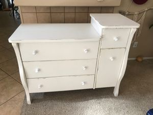 Small changing table baby dresser for Sale in Victorville, CA