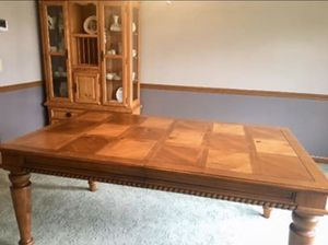 Knotty pine dining room table for Sale in Carol Stream, IL
