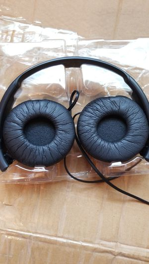Sony MDR-ZX110 stereo headphones wired for Sale in Braddock, PA