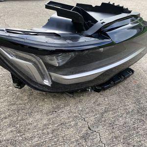 2021 Cadillac Escalade RH Headlight OEM for Sale in Dallas, TX