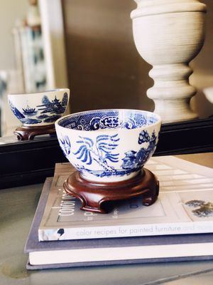 Antique Blue Willow China Bowl w/ wooden stand for Sale in Raleigh, NC
