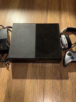 Xbox One 1TB Bundle - Used for Sale in Clovis,  CA