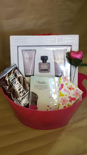 mothers day basket with Victoria secret for Sale in Temple City, CA