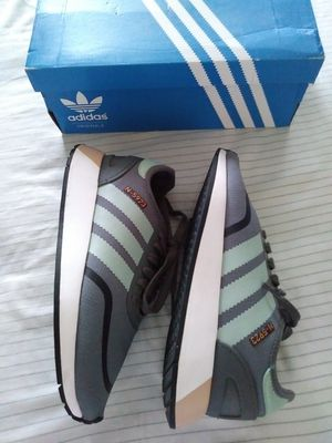 ADIDAS SIZE 6 FOR WOMEN USED $25 PRICE IS FIRM for Sale in Chino, CA
