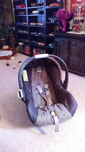 Baby car seat great condition made by chicco for Sale in Rochester, NY