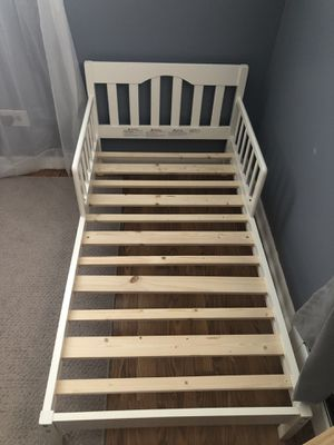 White toddler bed for Sale in Riverside, IL