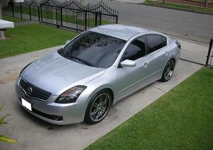 2OO8 Nissan Altima price $1000 for Sale in New Haven, CT