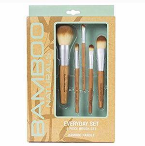 Makeup brush set for Sale in Philadelphia, PA