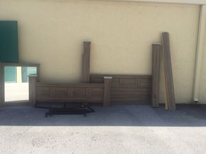 King bed with dresser and mirror for Sale in West Palm Beach, FL