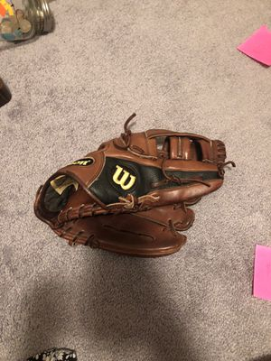 """Wilson A200 Pro Staff 11.75"""" for Sale in Philadelphia, PA"""