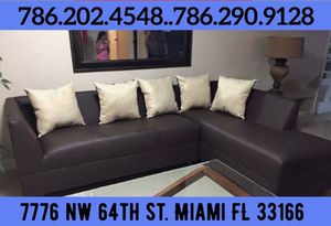 Dark brown sectional couch sofa for Sale in Miami, FL