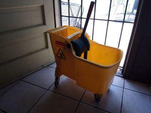 Yellow Rubbermaid mop bucket for Sale in Montgomery, AL