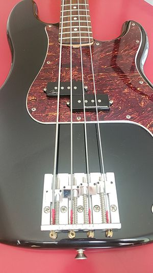 Fender P Bass, with upgrades. Badass II bridge & Seymour Duncan pickups. Includes hardshell case. for Sale in Nashville, TN