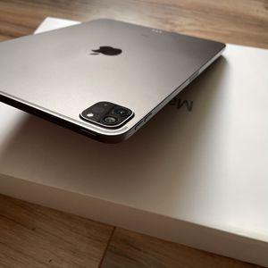 "2020 iPad Pro 256GB SSD + Warranty 2021 Apple 11"" Retina like MacBook Pro Touch Bar for Sale in Los Angeles, CA"