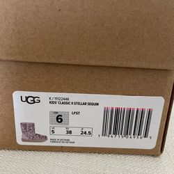 UGG KIDS CLASSIC II STELLAR SEQUIN SIZE 6 (Youth) $120 for Sale in Loganville,  GA