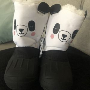 Kids Snow Boots Size 8 for Sale in Oakland, CA