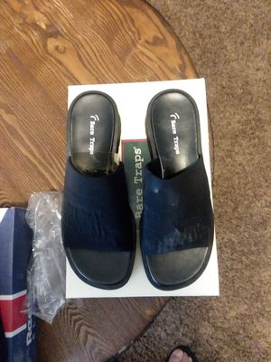 Bare trap shoes for Sale in Victorville, CA