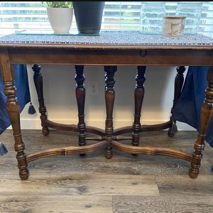***Beautiful Console Type Table *** for Sale in Lynnwood, WA