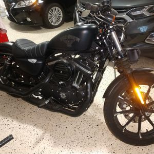 2017 Harley Davidson Sportster 883 Iron for Sale in Chardon, OH